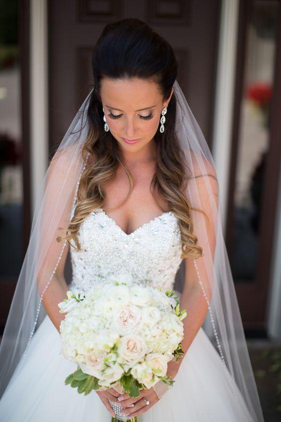Свадебные прически с фатой темные волосы