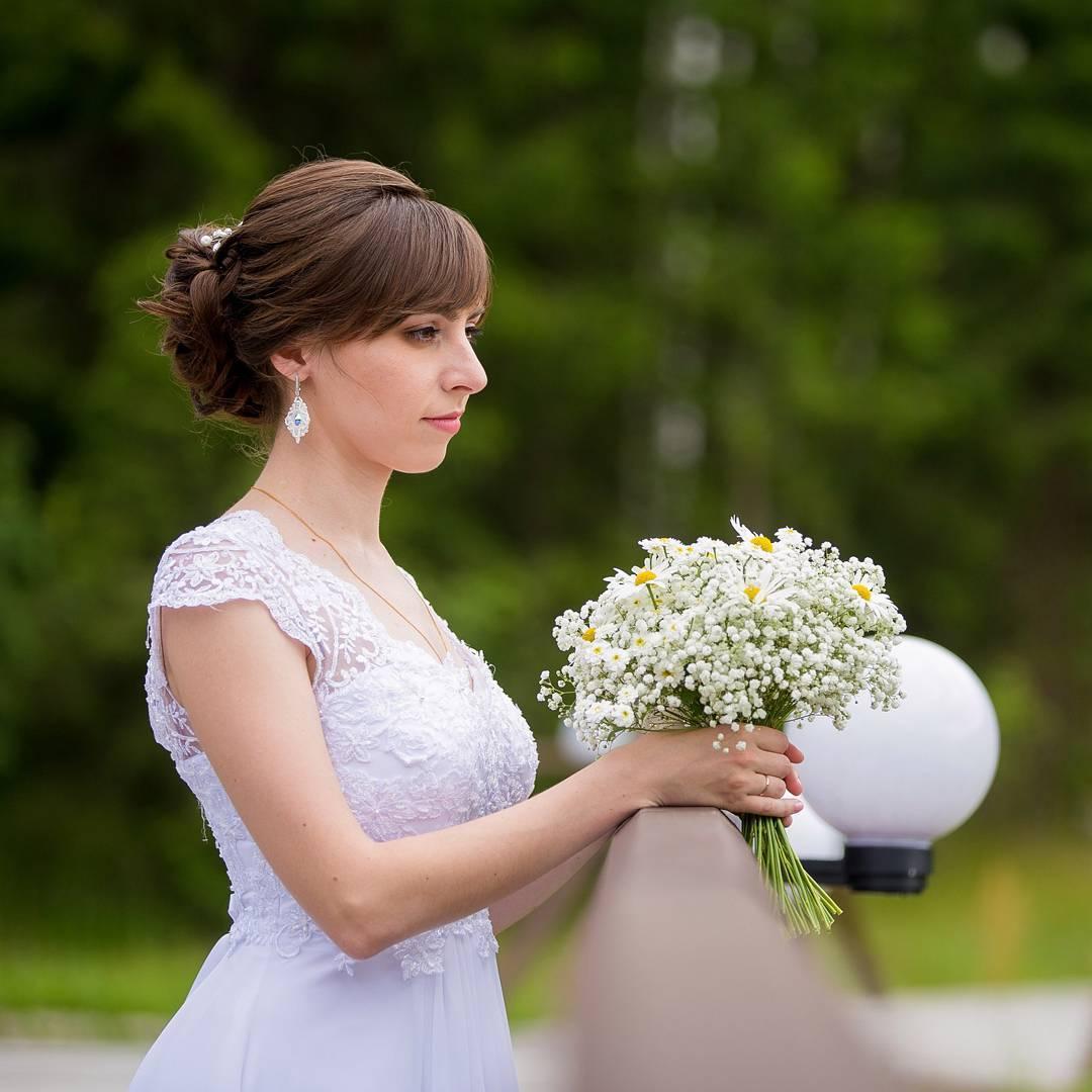 Свадебная прическа челкой фото