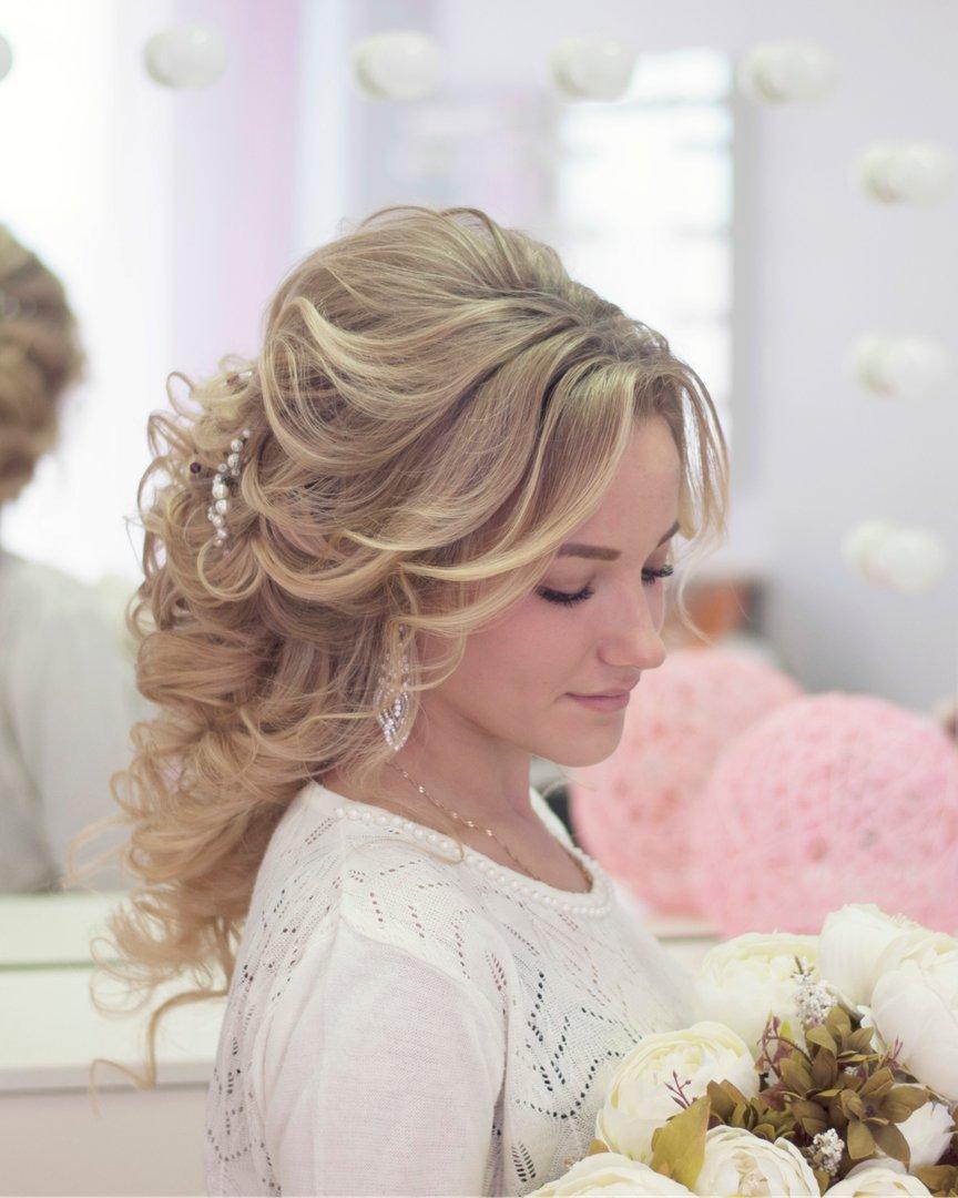 Свадебные прически на длинные волосы с челкой фото своими руками 53