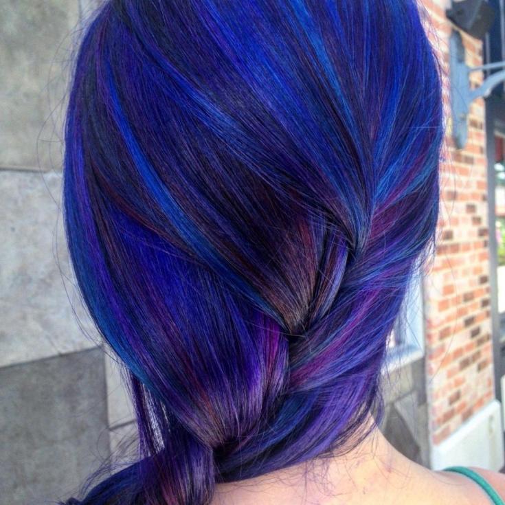 Черно-фиолетовый цвет волос