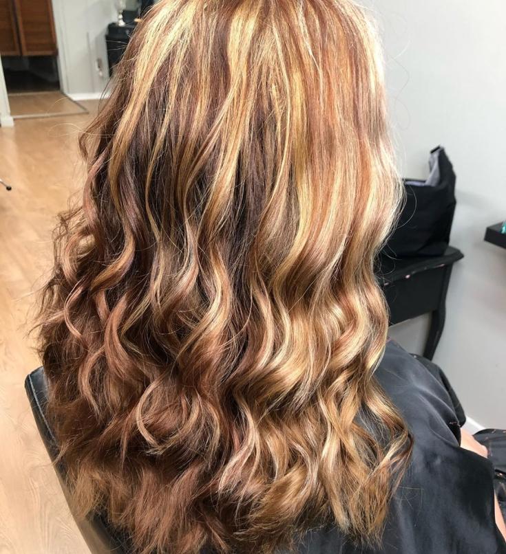 Бело-коричневый цвет волос