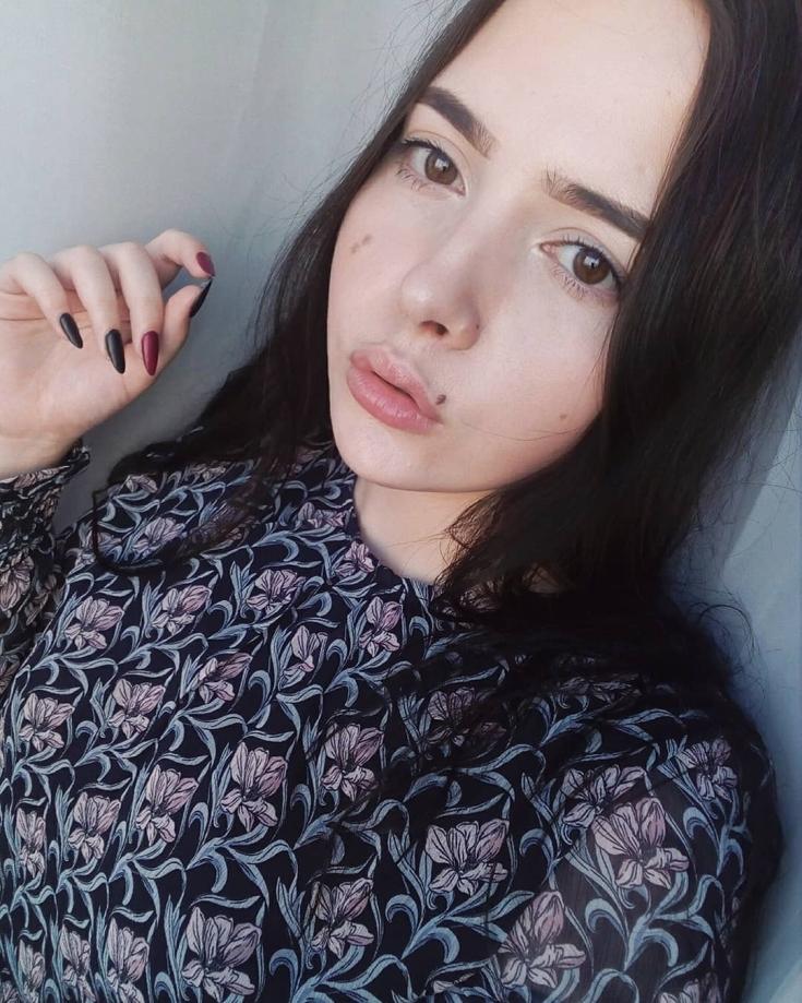 Цвет волос бледная кожа карие глаза