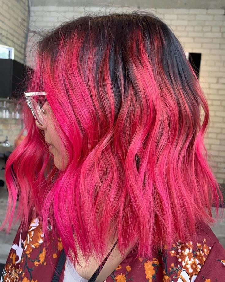Темно-розовый цвет волос