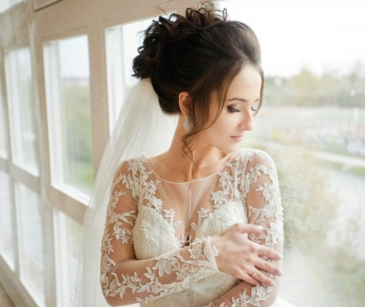 Свадебные прически на средние волосы с фатой с челкой