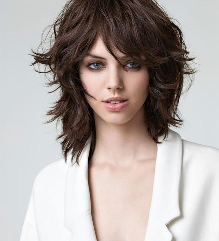 Стрижка шегги на средние волосы