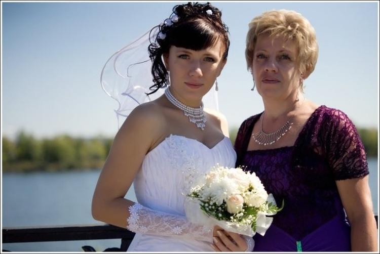 Прически для мамы жениха на свадьбу