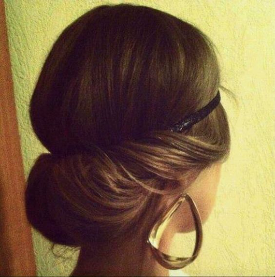 Hairstyles with rim in the Greek style