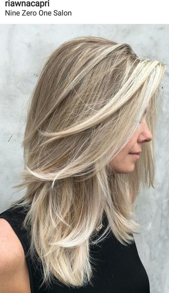 Прическа на средние русые волосы