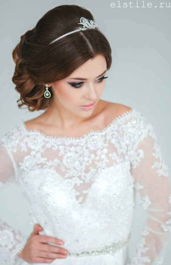 Wedding hairstyles with a diadem on top of the head