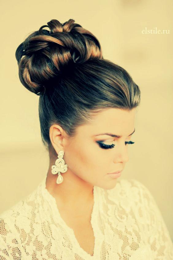 причёска с цветами в волосах фото