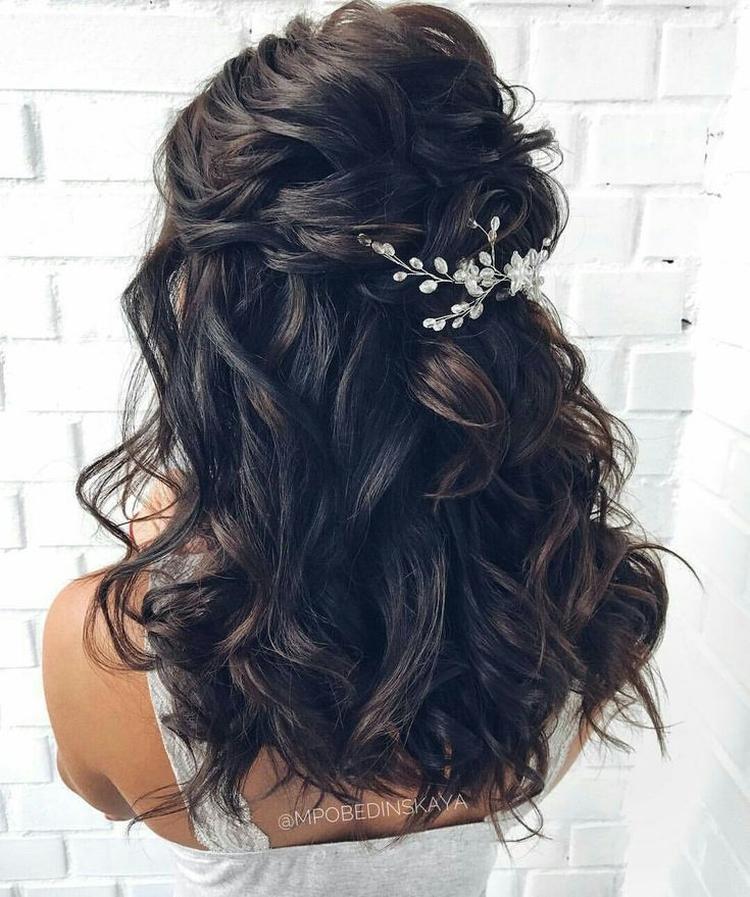 Прически на средние волосы для свадьбы гостям